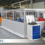 Sichere Bereichs- und Fahrwegeabtrennung mit mobilen Industrie-Trennwänden von GERZ GmbH